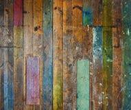 五颜六色的木楼层老的墙壁 免版税库存照片