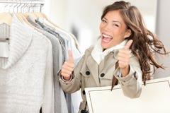 兴奋愉快的购物妇女 免版税库存照片