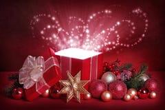 волшебство подарка коробки открытое Стоковая Фотография RF