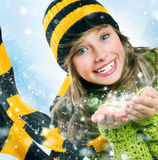 吹的圣诞节女孩雪少年冬天 免版税图库摄影