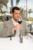 δοκιμάζοντας κρασί Στοκ Φωτογραφίες