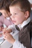 给予在选件类的孩子注意 免版税库存照片