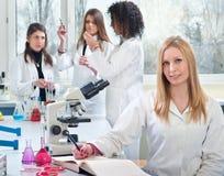 医科学生年轻人 免版税库存照片