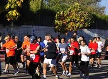 半马拉松运动员起始时间 库存图片