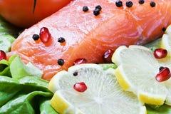 鱼新鲜蔬菜 图库摄影