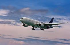 蓝色来地产客机天空 库存图片