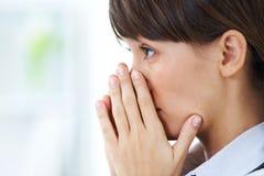 哭泣的女孩年轻人 免版税图库摄影