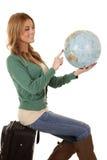 глобус сидит чемодан Стоковая Фотография