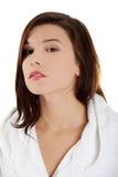 在浴以后的新美丽的白种人妇女 免版税库存图片