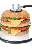 不健康汉堡的听诊器 免版税库存照片