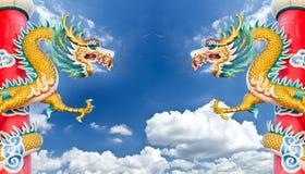 蓝色龙天空雕象 免版税库存照片