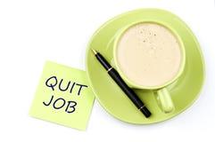 离开工作附注和咖啡 免版税库存图片