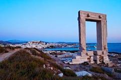 在海岸的希腊废墟 库存照片