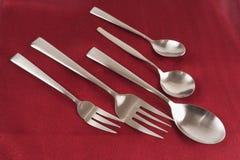刀叉餐具现代红色不锈钢 库存照片