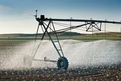 灌溉线路轮子 免版税库存图片