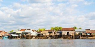 柬埔寨捕鱼高跷村庄 图库摄影