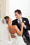 新娘舞蹈跳舞首先修饰 免版税库存照片