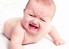 白色的哭泣的婴孩 免版税库存照片
