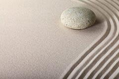 禅宗沙子石头庭院温泉背景 免版税库存照片