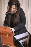 女实业家繁忙的多分派任务 免版税图库摄影