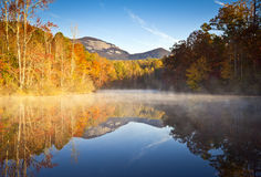 秋天卡罗来纳州秋天横向岩石南表 免版税库存照片
