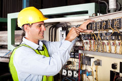 修理行业设备的电工 库存图片