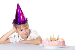 一个盖帽的男孩用饼 免版税库存照片