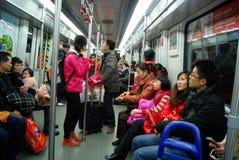 瓷广州乘客地铁采取 库存图片