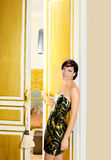 门高雅方式旅馆客房妇女 免版税库存照片