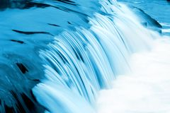 蓝色流水 免版税库存照片