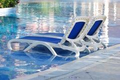 Бассеин с стулами Стоковые Фото