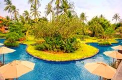 与游泳池(巴厘岛,印度尼西亚)的旅馆手段 免版税库存图片