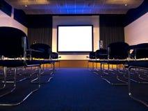 会议大厅电影介绍 免版税图库摄影