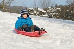 儿童红色雪撬年轻人 库存图片