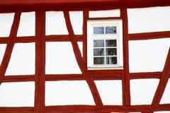 μισό ιστορικό σπίτι προσόψεων που εφοδιάζεται με ξύλα Στοκ Φωτογραφία