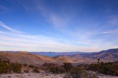 沙漠湖横向金字塔 免版税库存图片
