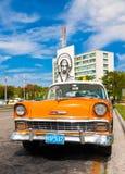 汽车哈瓦那老停放的革命正方形 免版税库存图片