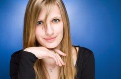 ξανθές φιλικές χαριτωμένες νεολαίες γυναικών Στοκ Εικόνες