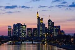 法兰克福,德国在微明下 免版税库存图片
