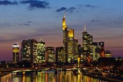 法兰克福,德国在微明下 图库摄影