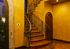 入口前家庭内部豪宅楼梯 库存图片