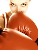 拳击红色女孩的手套 免版税图库摄影