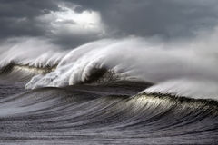 θυελλώδη κύματα Στοκ φωτογραφία με δικαίωμα ελεύθερης χρήσης