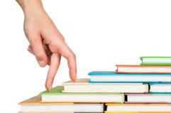 σκαλοπάτια χεριών βιβλίων Στοκ εικόνες με δικαίωμα ελεύθερης χρήσης
