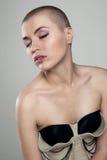美丽的极其发型妇女 免版税库存照片