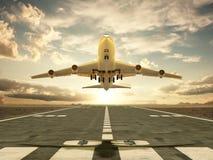 离开在日落的飞机 免版税库存照片
