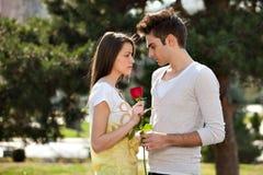 ρομαντικές νεολαίες εραστών Στοκ εικόνα με δικαίωμα ελεύθερης χρήσης