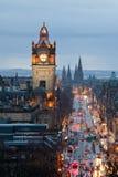 时钟黄昏爱丁堡苏格兰塔 免版税图库摄影