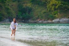τρέχοντας γυναίκα θάλασσας Στοκ φωτογραφίες με δικαίωμα ελεύθερης χρήσης