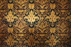 金黄维多利亚女王时代的墙纸 免版税图库摄影